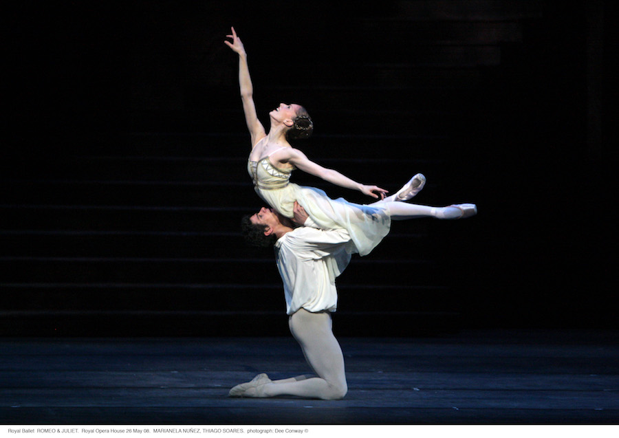 Marianela Nunez and Thiago Soares in Romeo and Juliet. Photo ROH Dee-Conway