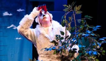 The-Polar-Bears-Go-Up-at-Unicorn-Theatre ©Richard-Davenport