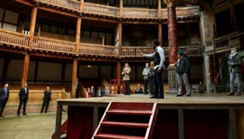Barack Obama visits Shakespeare's Globe theatre on 400th anniversary