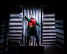 Superhero southwark playhouse (c) Alex Brenner